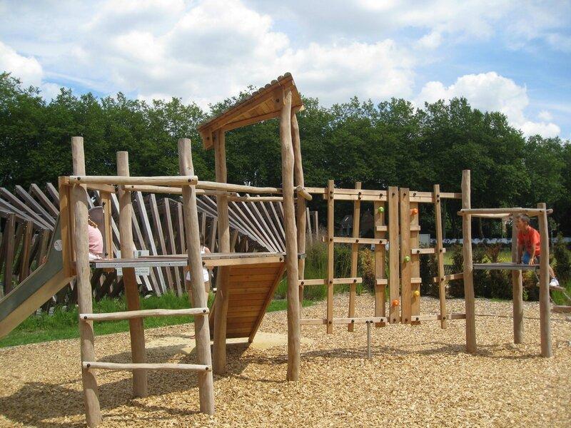 jeux pour enfants, en bois au jardin Mallet-Stevens