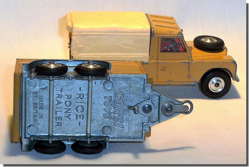 Corgi Toys Land Rover avec remorque A 3