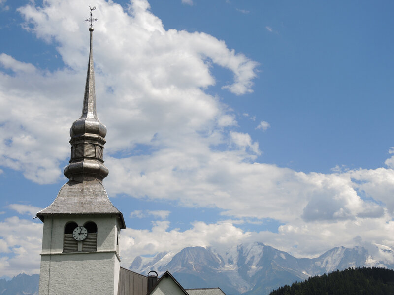 Cordon, église Notre-Dame-de-l'Assomption, clocher et Mont Blanc (74)