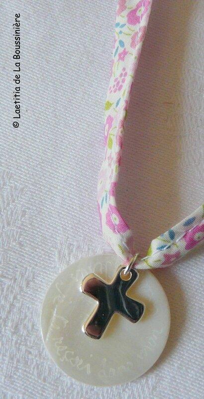 Collier de Communion (sur ruban Fairford rose) - Croix 16 mm