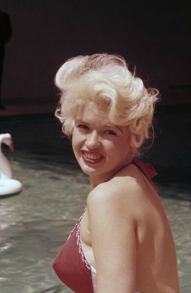 jayne_bikini_red-1958-05-cannes-by_philippe_le_tellier-02-1