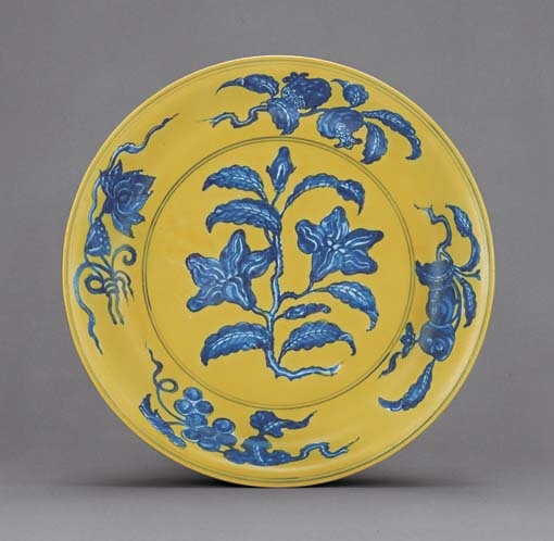 A fine Ming underglaze-blue and yellow-enamelled dish, Hongzhi six-character mark within double-circles and of the period (1488-1505)