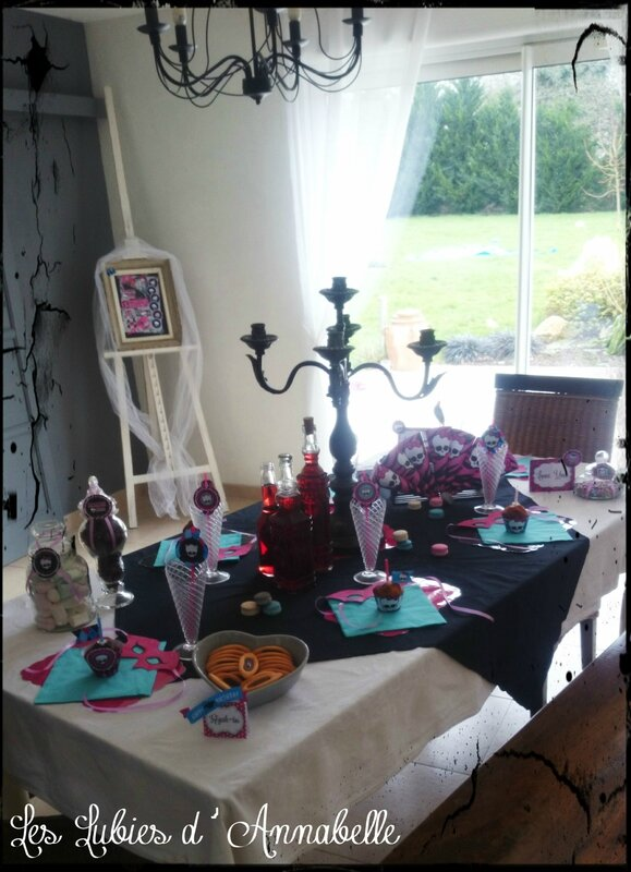 Table d'anniversaire Monster High