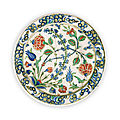 An iznik pottery dish, turkey, late 16th century