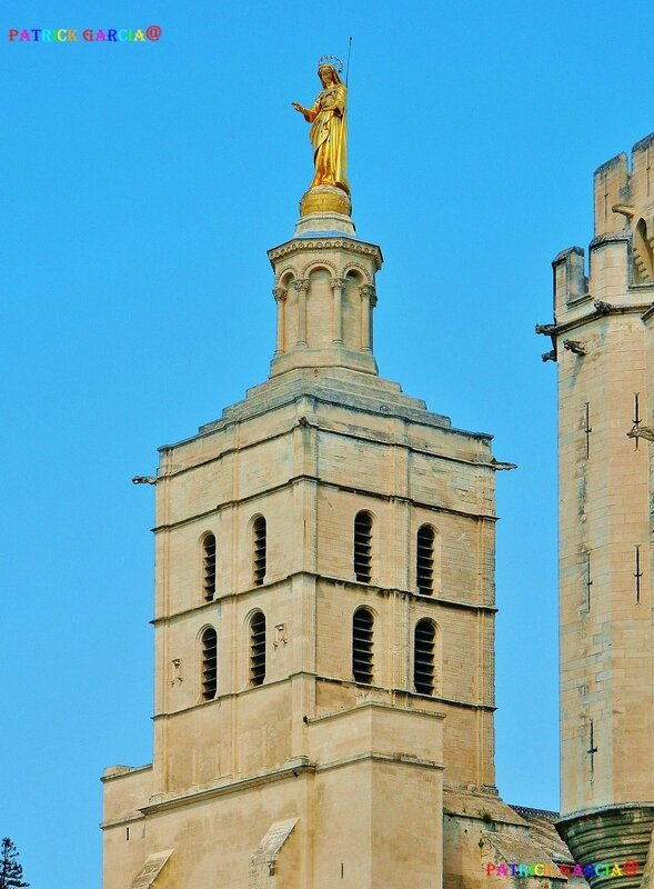 AVIGNON CATHEDRALE STATUE DOREE 943 copie