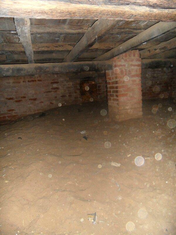 Froide, sombre et humide, la cave des esclaves