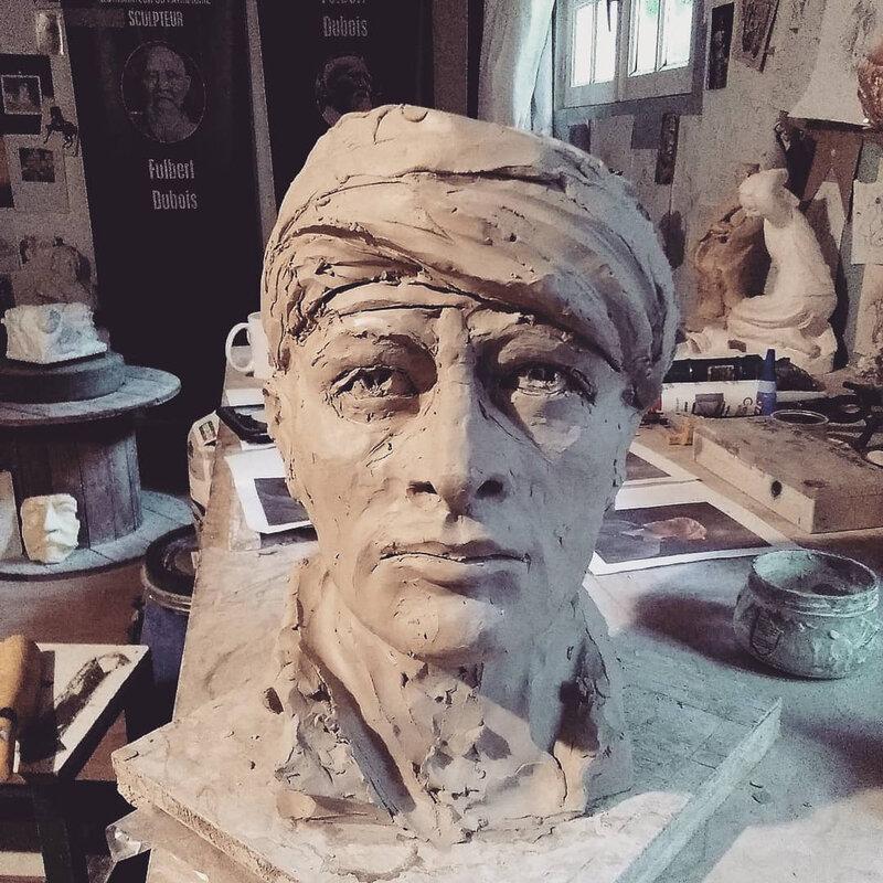 Fu sculpteur artiste sculpture art création figuratif tête homme turban argile modelage terre étude (9)