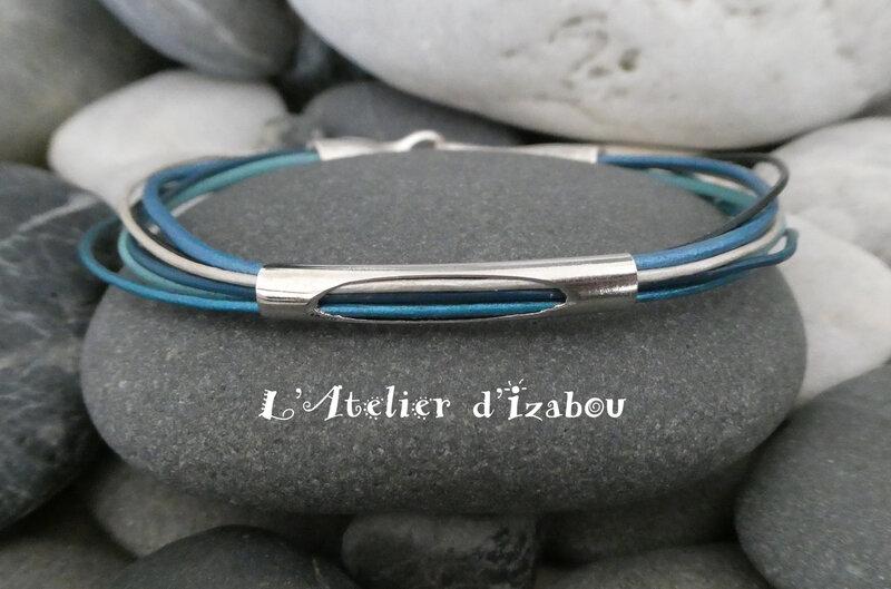 P1030172 Bracelet multirangs camaïeu de cuirs bleu, fermoir crochet