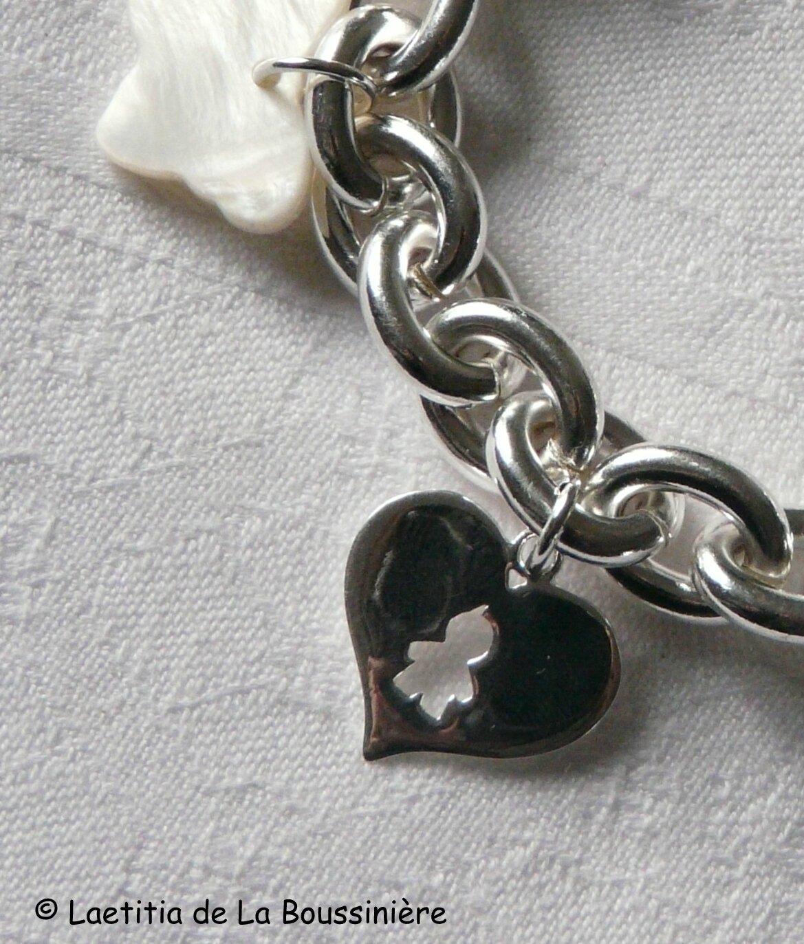 Bracelet plaqué argent ovale, breloques argent massif et nacre (détails du coeur garçon en argent massif)