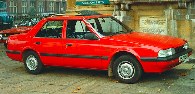 Mazda_626_notchback_1984_London