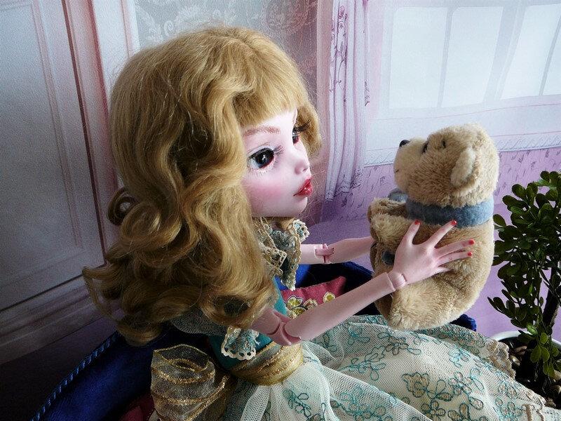 16 Laura en robe de dentelle