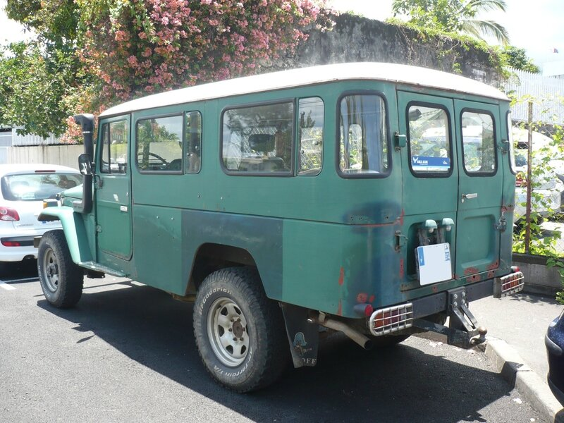 TOYOTA Land Cruiser Diesel 2door Station Wagon Saint Paul (2)
