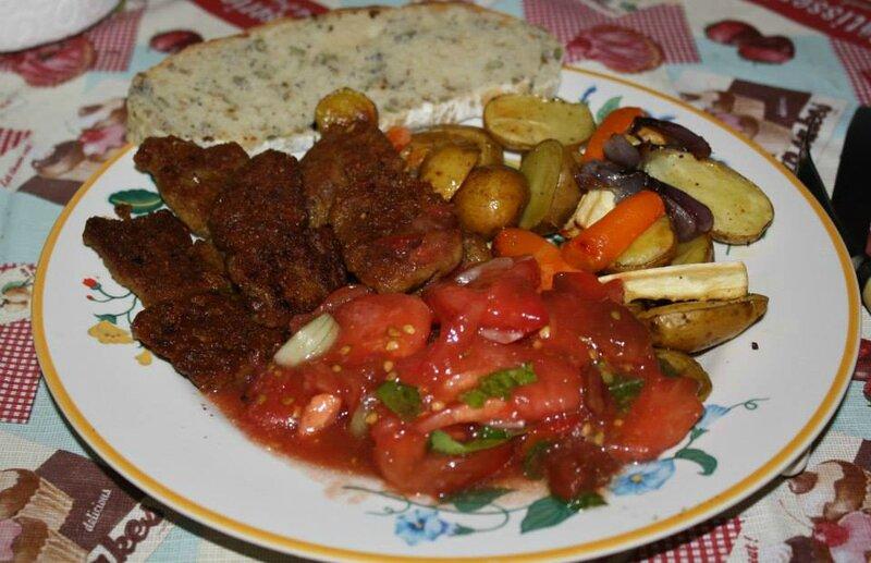 seitan grillé légumes au four salade de tomates