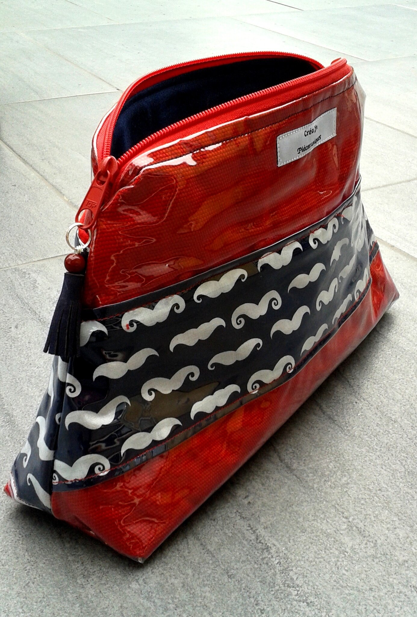 trousse_de_toilette_moustache