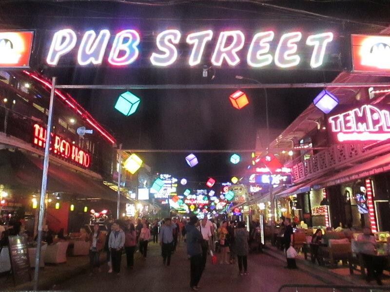 Pub Street nuit