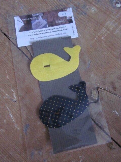 Carte de 2 pinces à cheveux BALEINE, une en coton jaune, une en coton marine à pois or