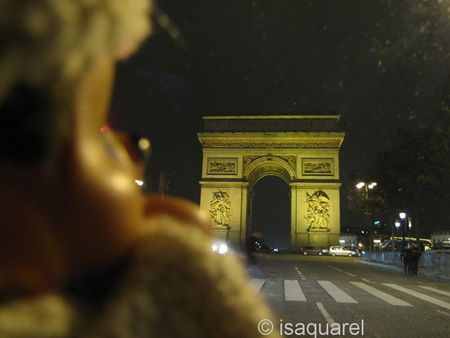 kiki_et_l_Arc_de_Triomphe