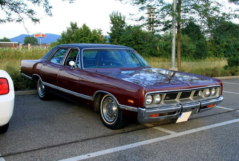 Dodge monaco brougham 4door sedan de 1969 (Rencard du Burger King juillet 2010) 01