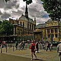 Le Bd du Palais depuis la rue de Lutèce.