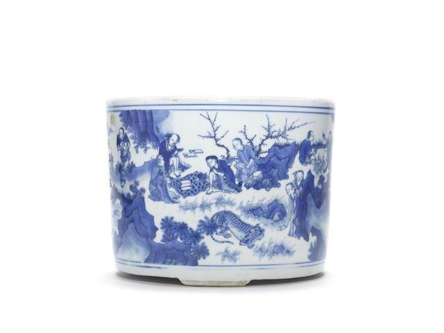 A very rare blue and white 'Luohan' tripod incense burner, Tonglu, Chongzhen period (1628-1644)