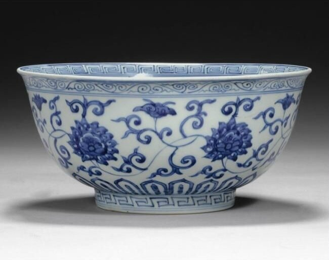 A large blue and white 'lotus' bowl, Wanli mark and period (1573-1620)