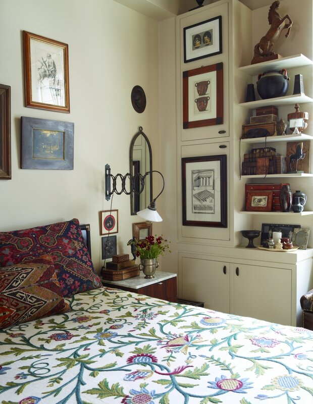 bedroom-pattern-print-bedspread-alexandra-loew-artwork-walls-eclectic