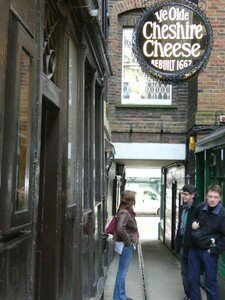 Ye_Olde_Cheshire_Cheese_2