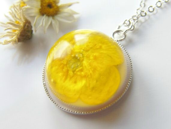 bouton d'or pendentif