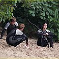 jennifer-lawrence-fish-eating-on-hunger-games-set-03