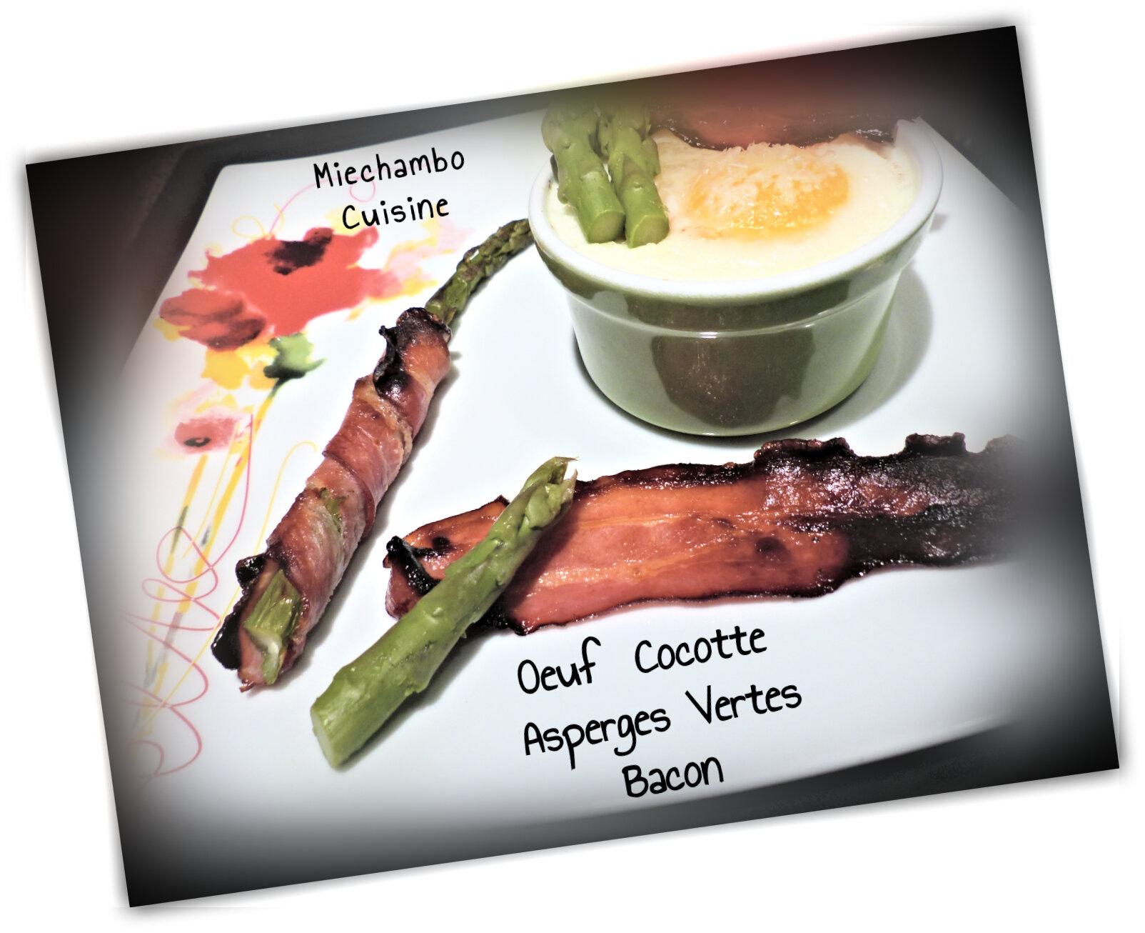 Œuf cocotte, asperges vertes au bacon et croûtons