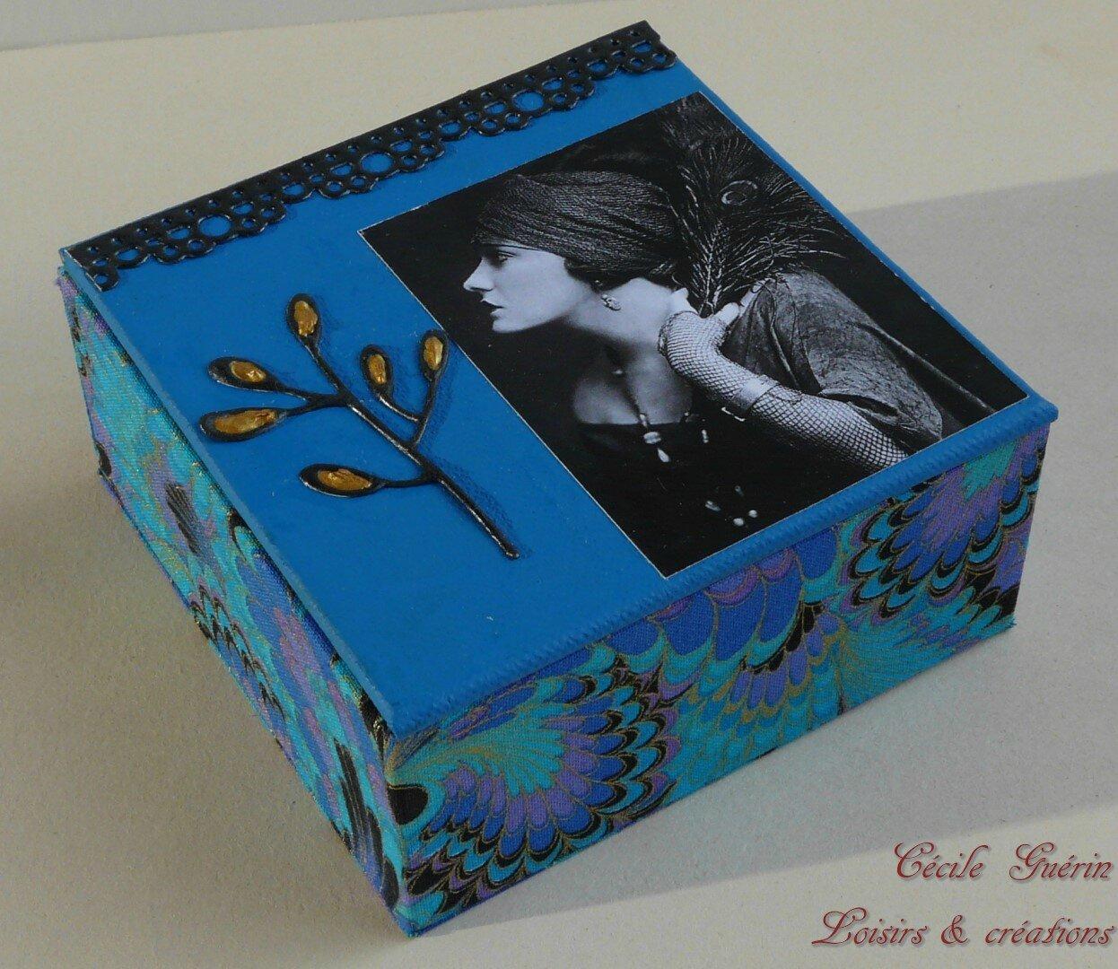 Boîte romantique paon
