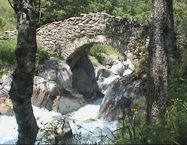 vieux pont du Bourg