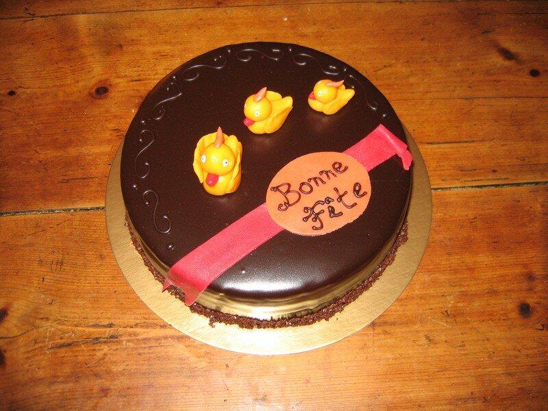 3 petits canards sur un gâteau de fête