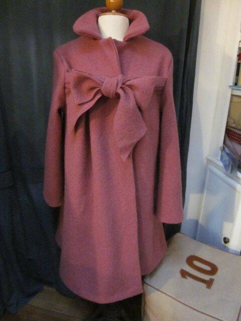 Manteau AGLAE en laine bouillie vieux rose fermé par un noeud (2)