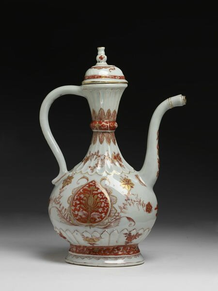 Porcelain ewer and lid, Jingdezhen, China, Qing dynasty, ca