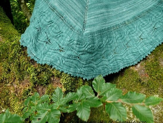 Le Bibracte: châle à feuilles et torsades du Morvan- The Bibracte: leaf and cable shawl from Morvan
