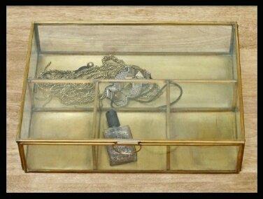 serendipity vitrine bijoux laiton