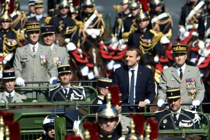 1038940-le-president-emmanuel-macron-et-le-le-chef-d-etat-major-des-armees-le-general-pierre-de-villiers-a-b