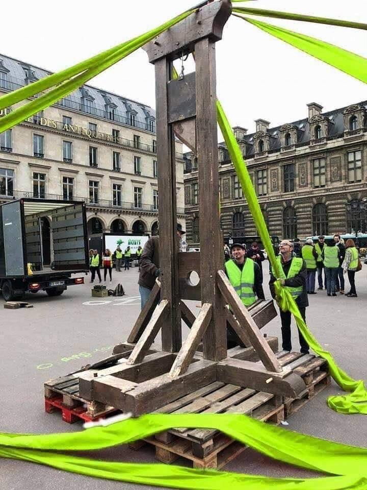 macron gilet jaune révolution guillotine