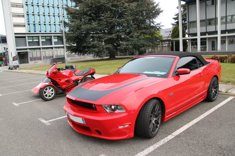 Ford Mustang GT350 Shelby et BMW K1100RS