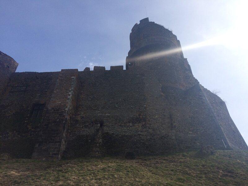 au pied du chateau de Tournoël