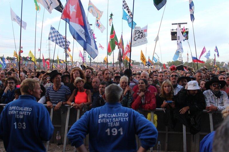 Glastonbury festival J+4 dimanche 28 juin 2015 Pyramid stage arena flags
