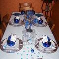 table en bleu et argent