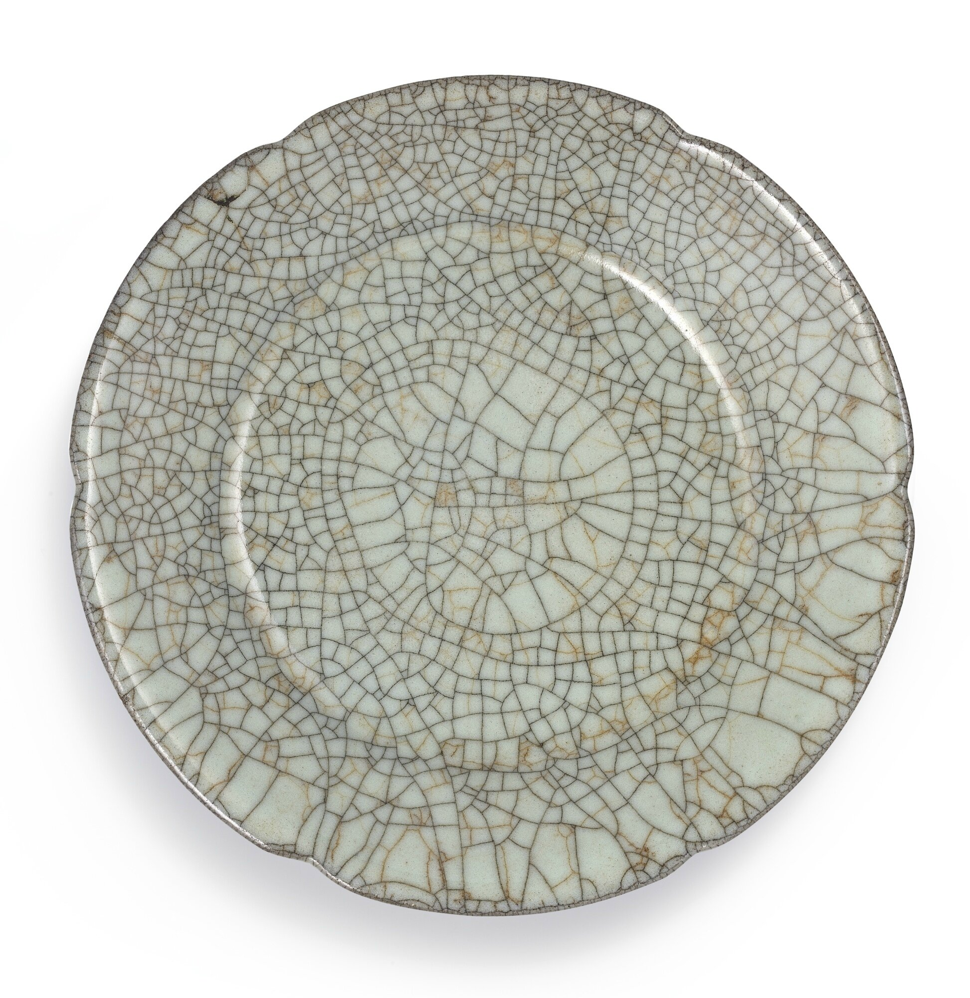 An important and rare Guan lobed dish, Southern Song-Yuan dynasty (1160-1366)