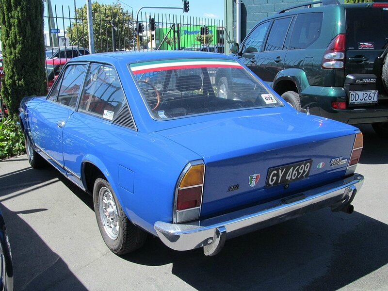 1973_Fiat_124_Sport_Coupe_(12651174165)