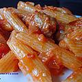 Pâtes à la saucisse et à la tomate