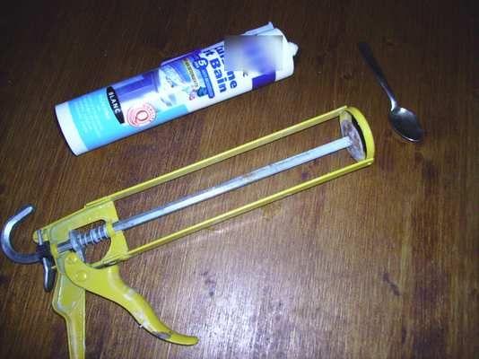 Tutoriel 5 les joints en silicone dans la salle de - Comment enlever joint silicone salle de bain ...