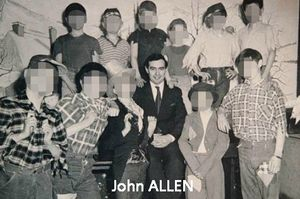 johnallenwithchildreninhiscare copie