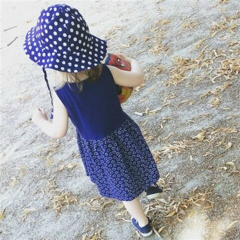The little girl in blue ©Kid Friendly