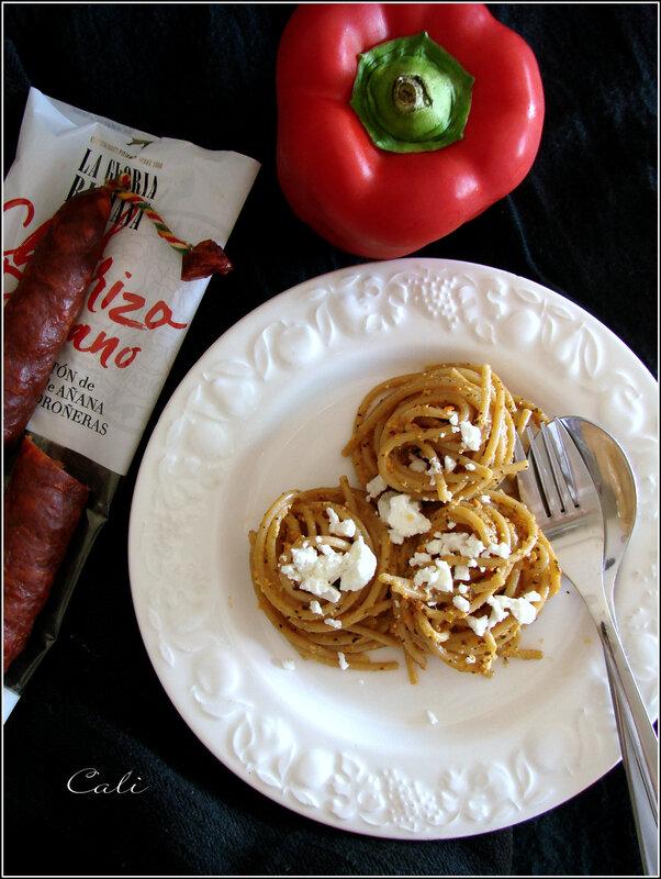 Spaghetti au Chorizo & à la Feta, Sauce au Poivron comme un Pesto 002
